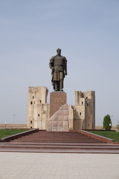 The second of the three statues of Amir Timur around the world. Yes, we also got to see the third one in Tashkent ;)